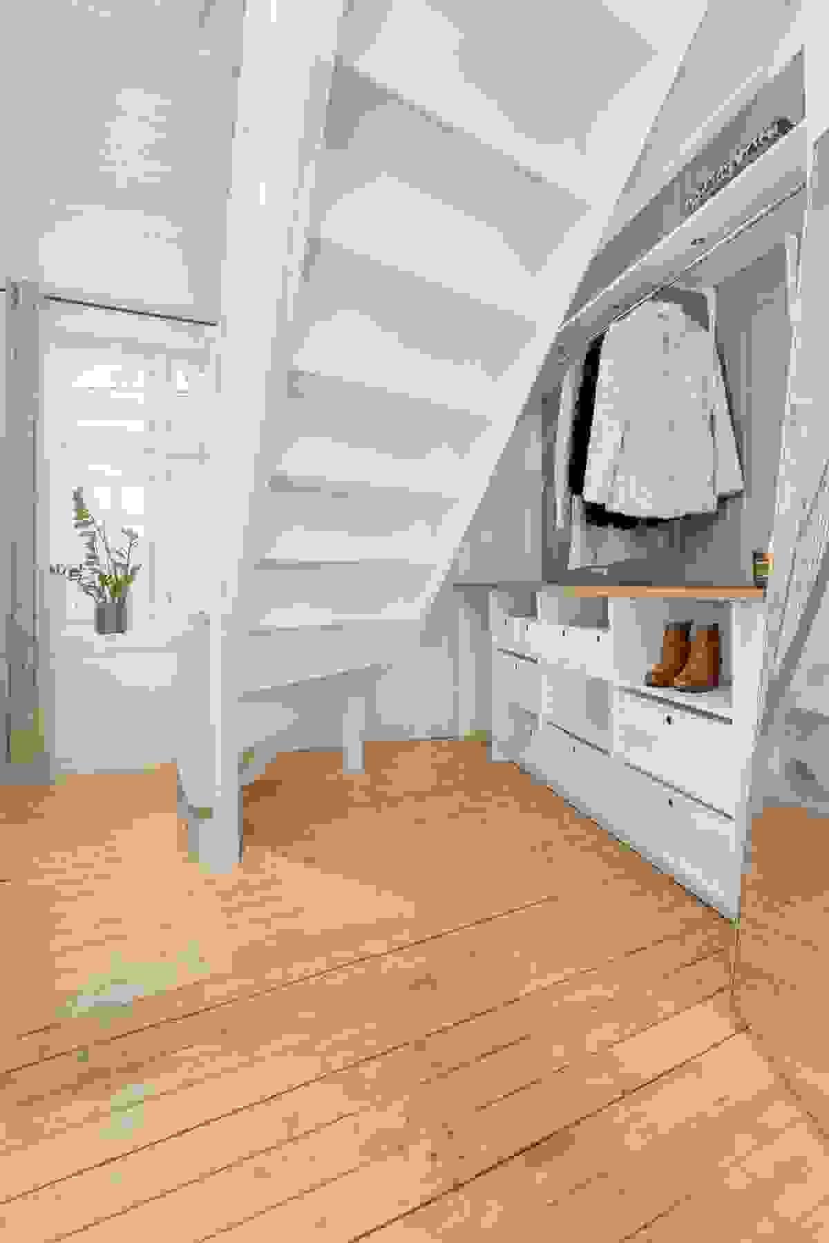 Entré/gang/trappegang med plass til garderobe/skap
