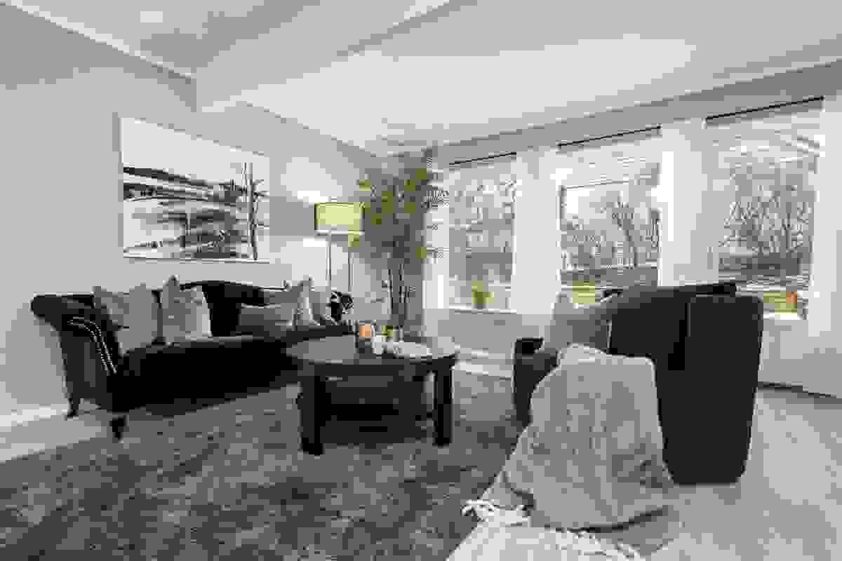Fra stuen er det utgang til solrik terrasse på hele 38 m2.