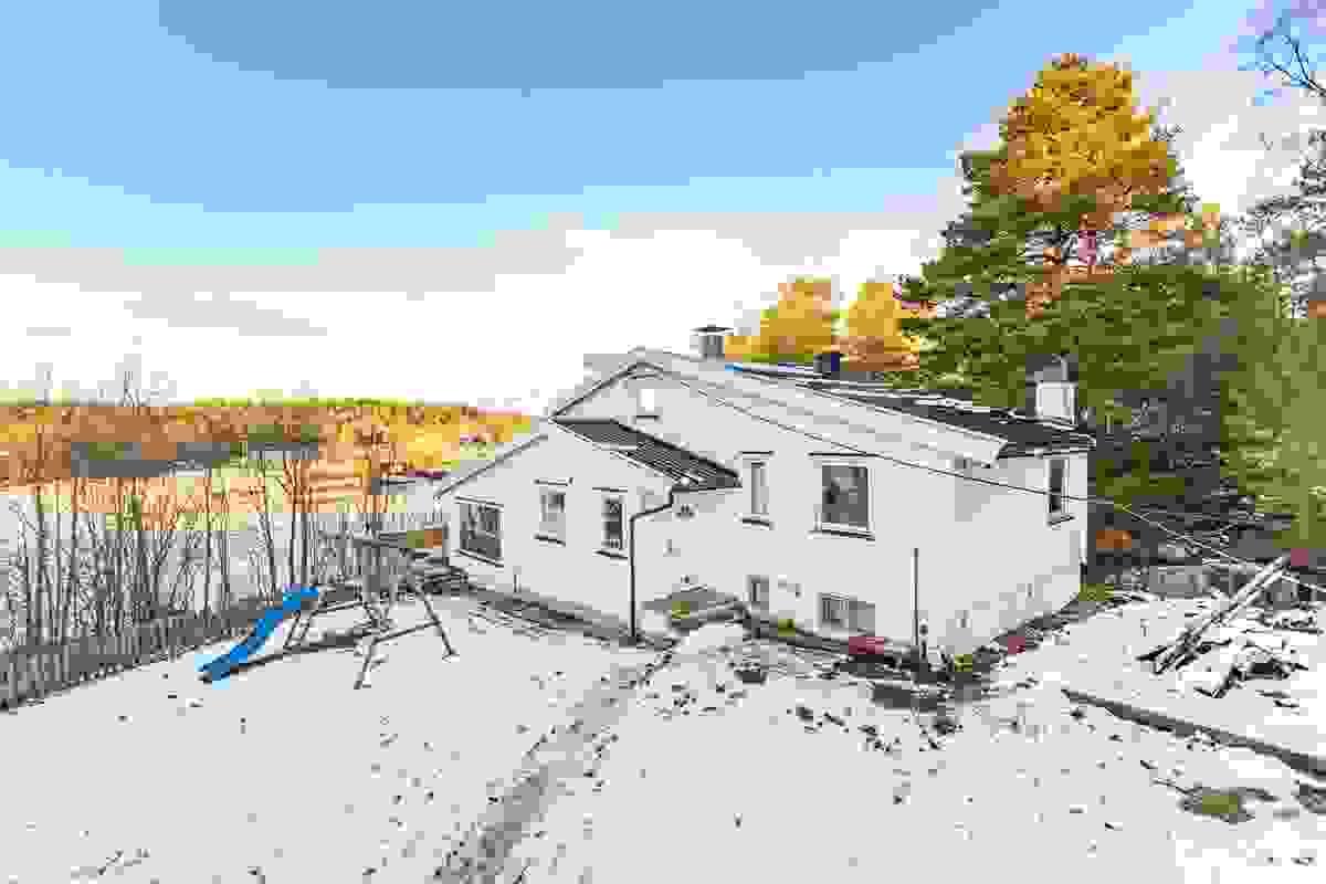 Stor eiendom på 1.947 kvm eiet tomt vestvendt med gode solforhold