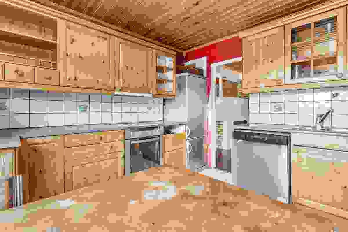 Kjøkken fra rundt 1995 med behov for utskiftning