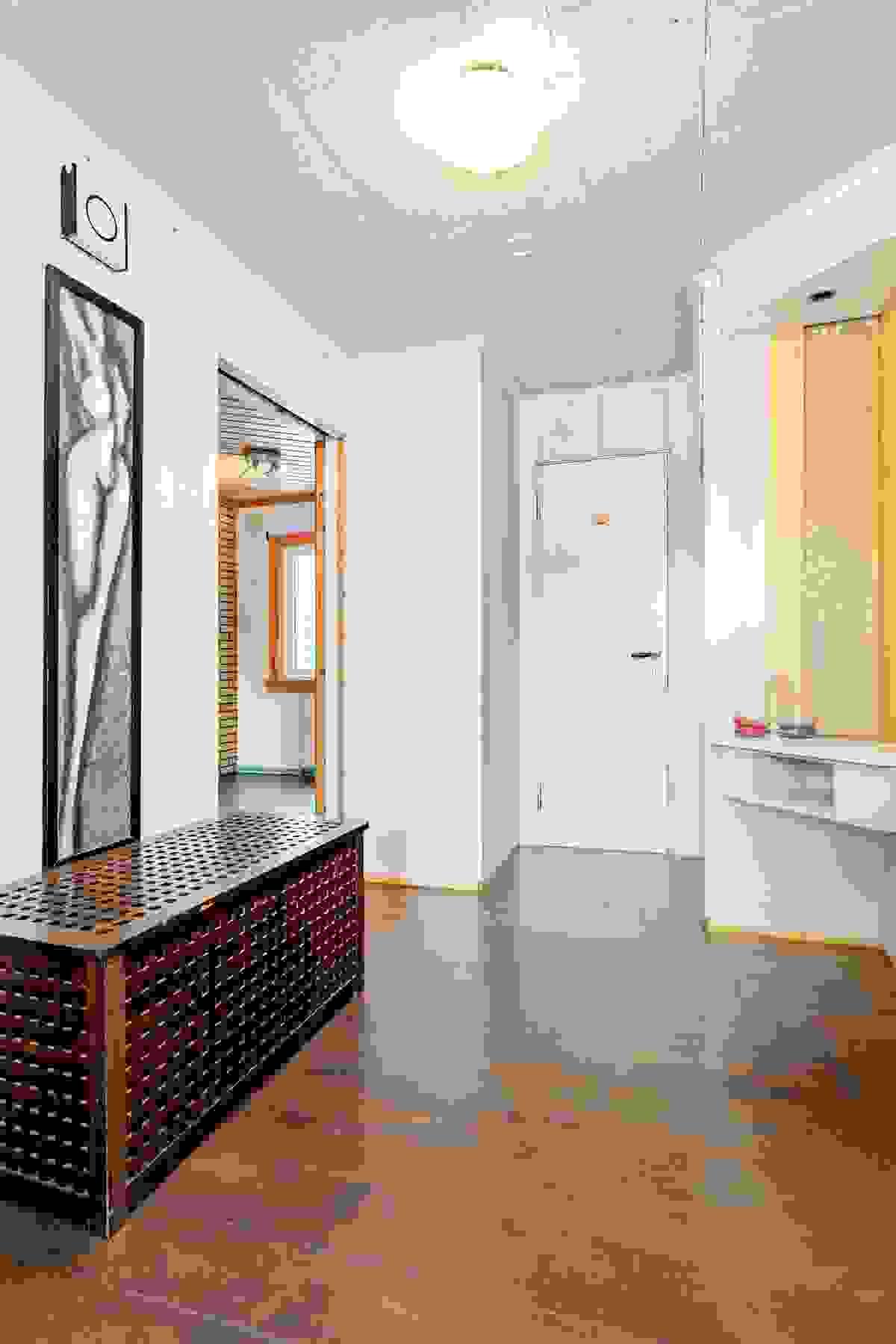 Entré/hall med adkomst til de fleste rom i boligen