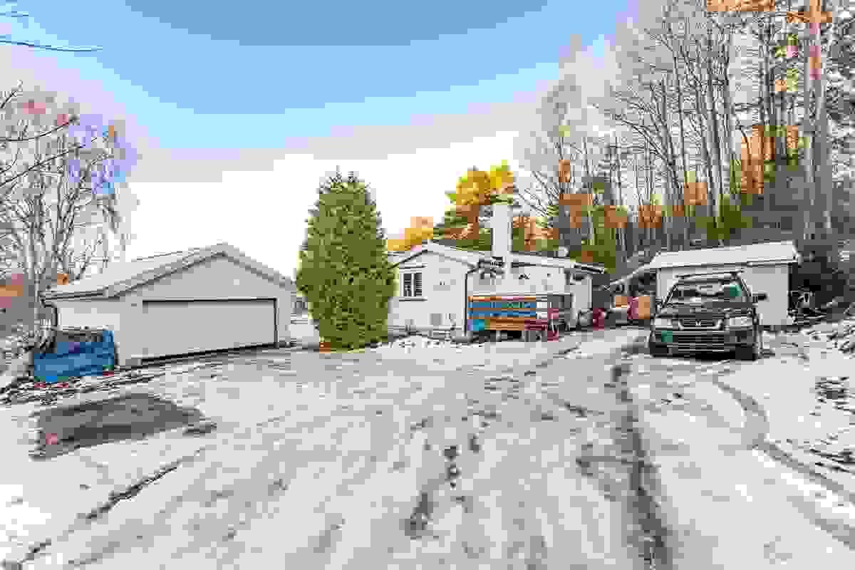 God størrelse på gårdsplassen, samt praktisk garasje