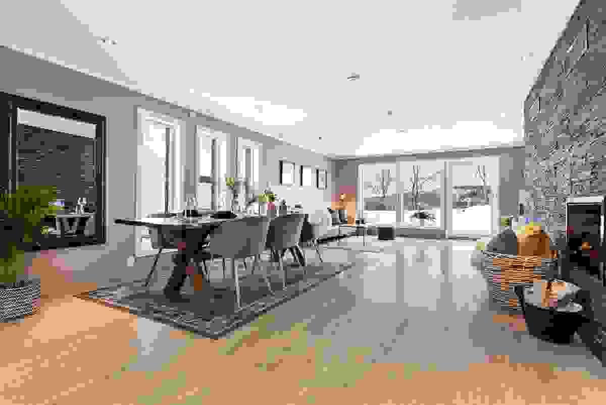 Stor, åpen stue og kjøkken-løsning på ca 50 kvm