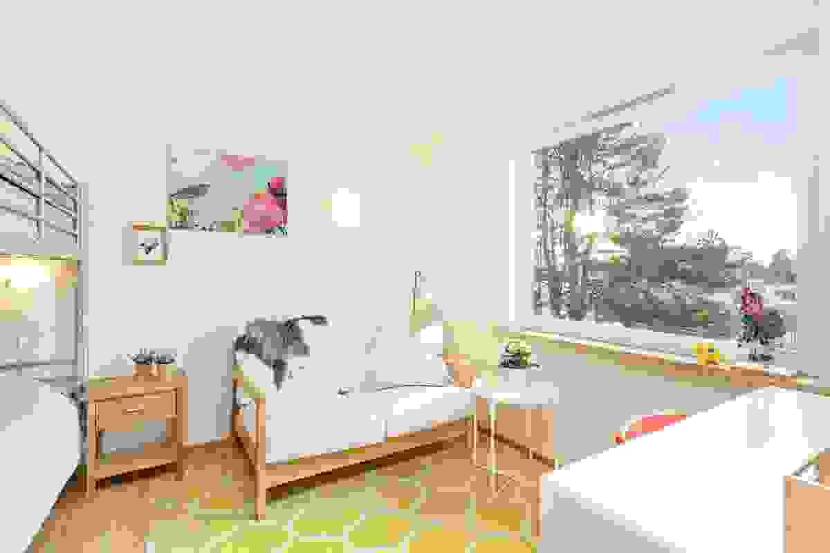 Soverommene ligger samlet mot hagen i øst, og begge rom er hjørnerom mot sydøst og nordøst