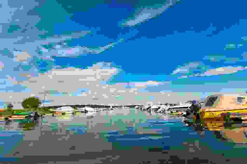 Nærområde; Kort vei båthavner, blant annet på Rosanes