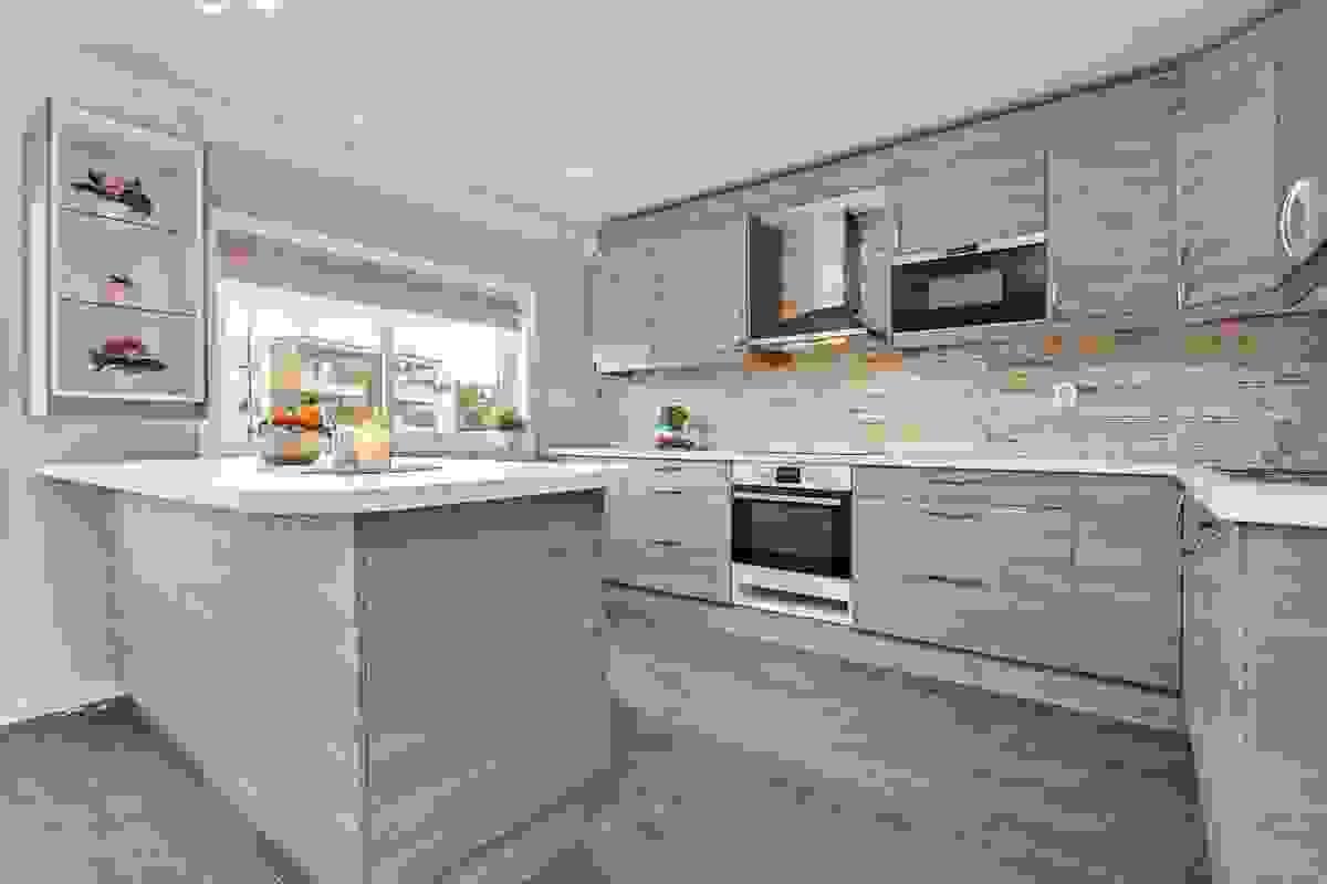 Stort kjøkken med arbeidsøy
