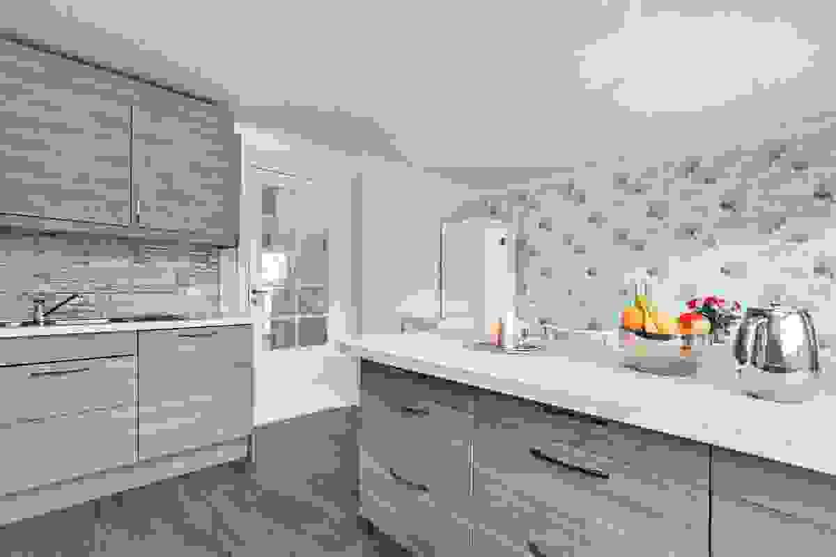 Kjøkkenet er i eget adskilt rom