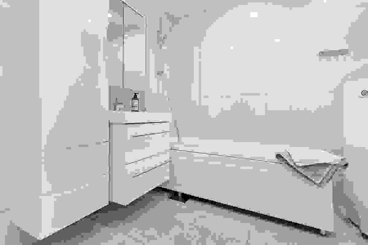 Bad med dusjnisje i badekar