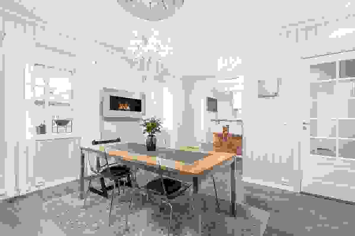 Stuen med spisestue er virkelig et herlig og stort rom med flott nærhet til kjøkkenet
