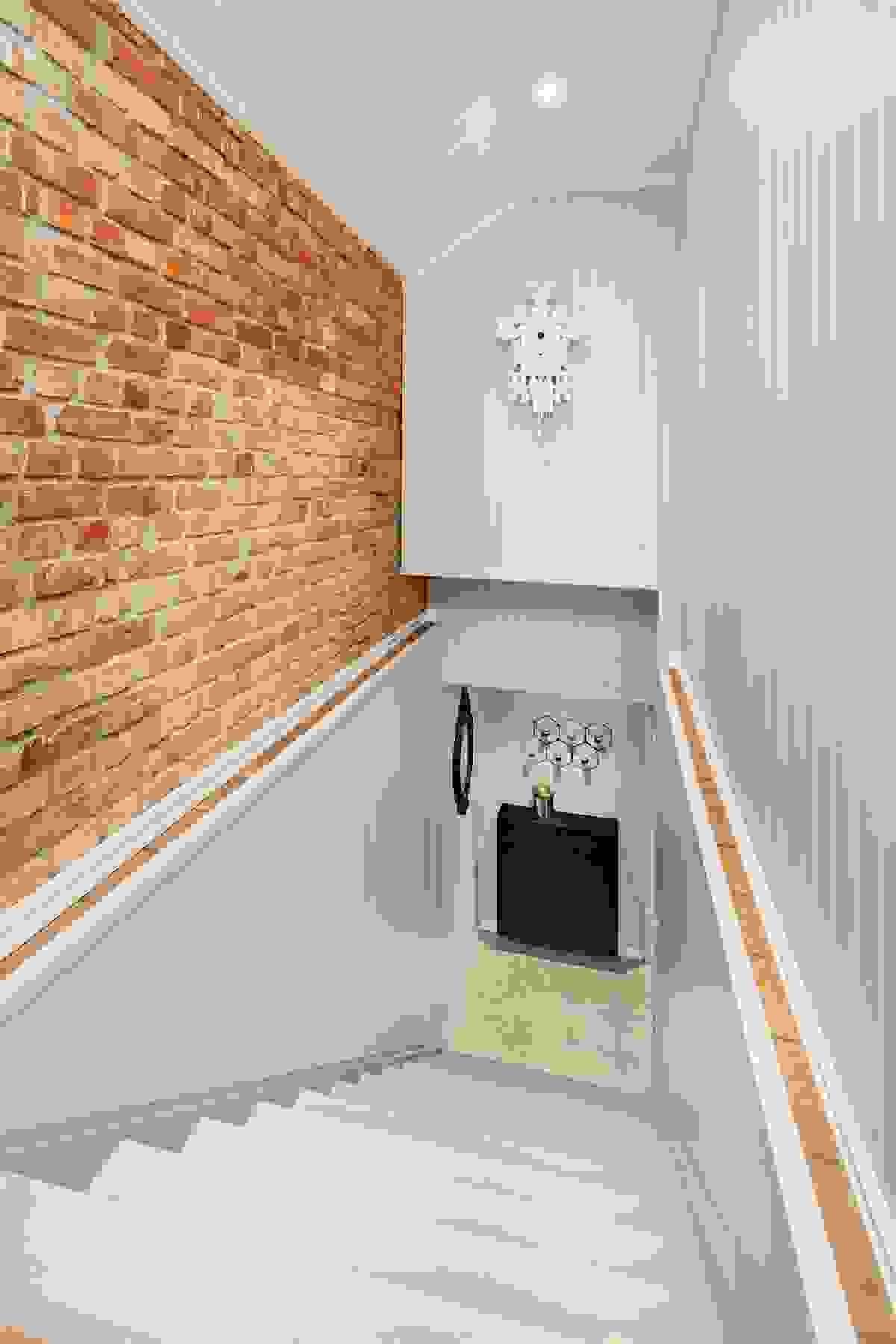 Trappen mellom etasjene har også et flott særpreg