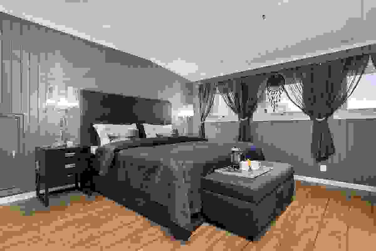 Rommet særpreges av svært godt med plassbygde skyvedørsgarderober med speildører, innfelte downlights i himling og ikke minst svært godt med sydvendte vinduer