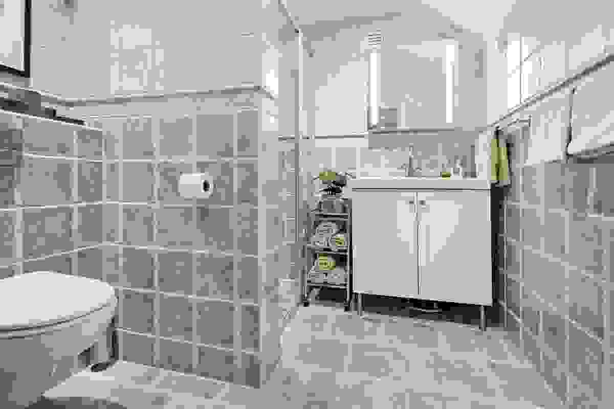 Det lekre baderommet i leilighetens toppetasje