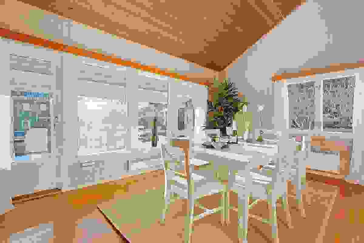 Stue/spisestue med utgang til uteplass