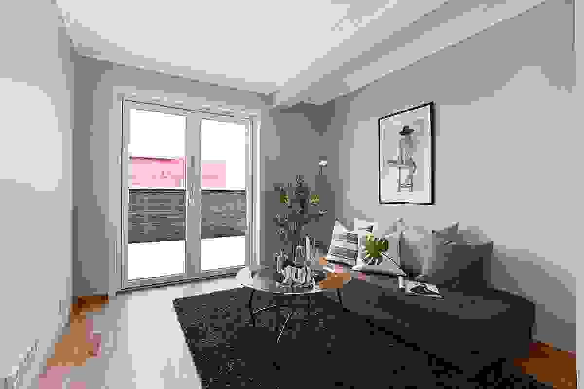 Tv-stue/gang i 2. etasje med adkomst til terrasse (over garasje).