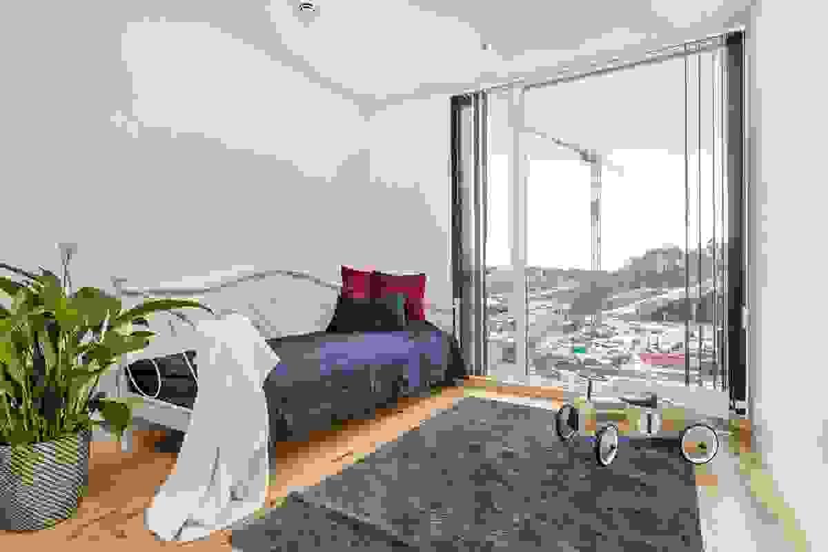 Gjesterom, soverom nr 2 med den samme flott utsikten mot Slagendalen. Alt. kontor?