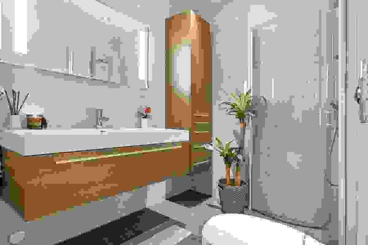 Hovedbad med ny innredning og nytt toalett i 2018