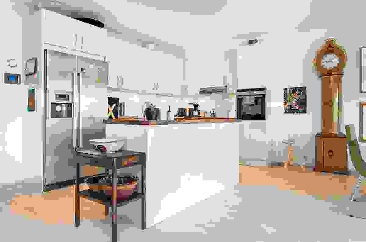 Kjøkkenet er videre utstyrt med innfelte downlights i himling