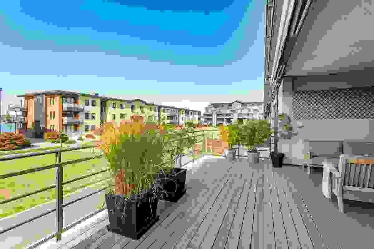 Terrassen er delvis overbygget, innerste del og cirke halvpart av terrassens total areal