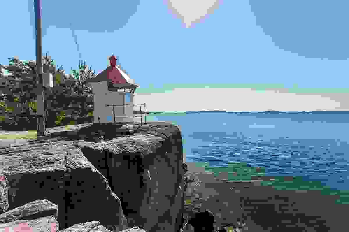 Man kan også rusle bort til fyret på sydsiden av Jarlsø som ligger idyllisk på spissen av øya