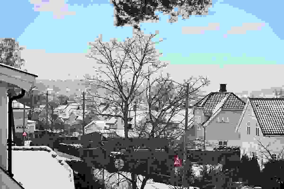 Utsikt mot byen fra stua