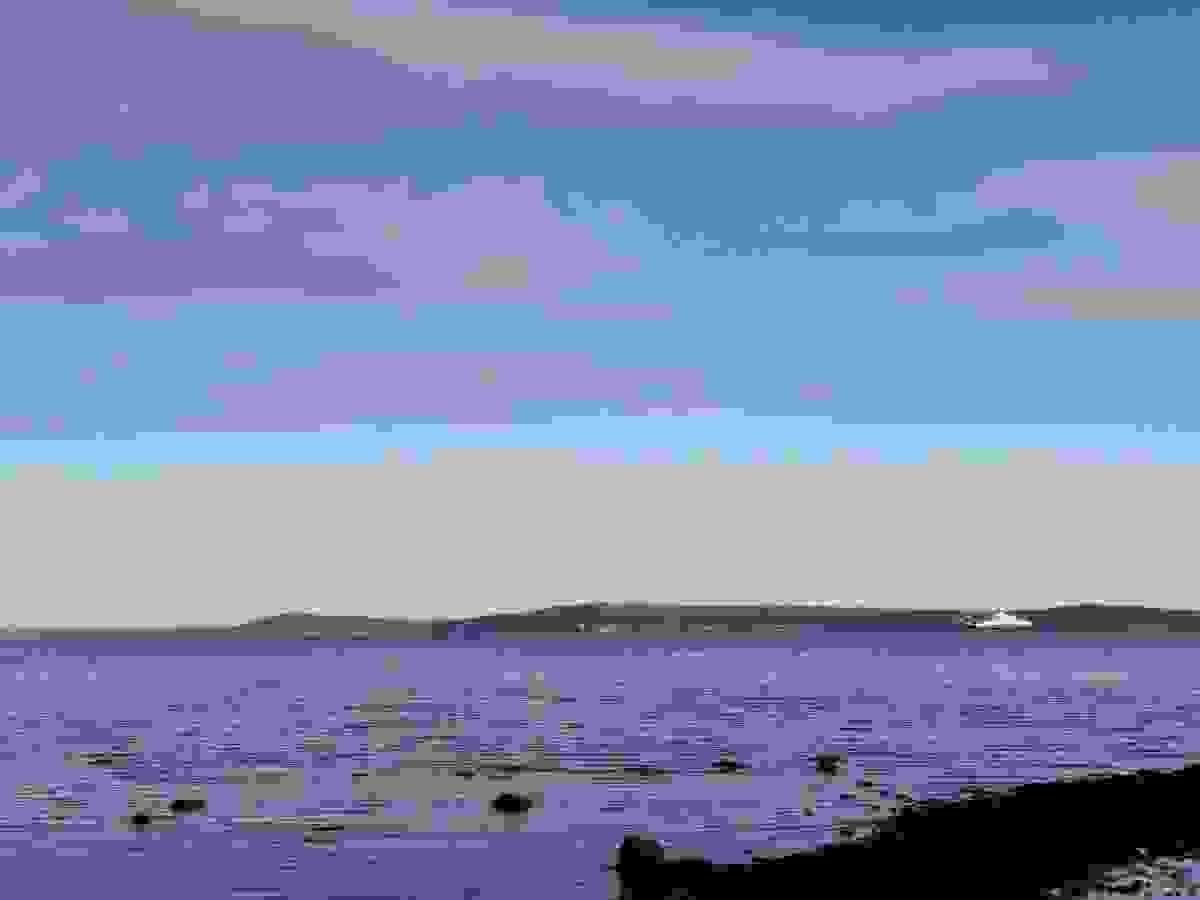 Utsikten er dermed nærmest uhindret og strekker seg i retning Horten havn, Bastøya, Oslofjorden og faktisk helt over til Jeløya/Moss