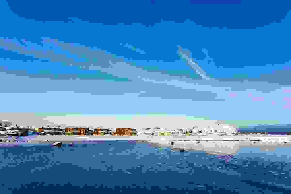 Steinsnesbukta sett fra sjøen