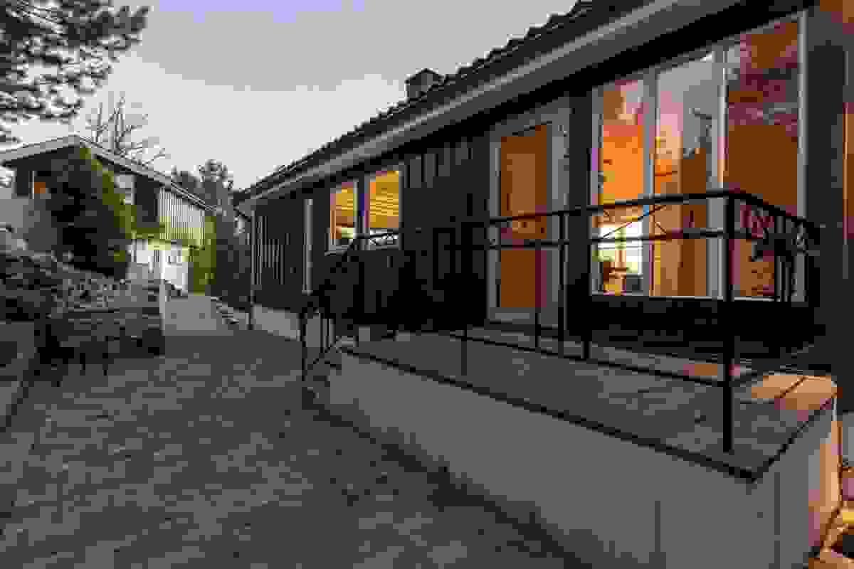 Baksiden av boligen med inngangsparti