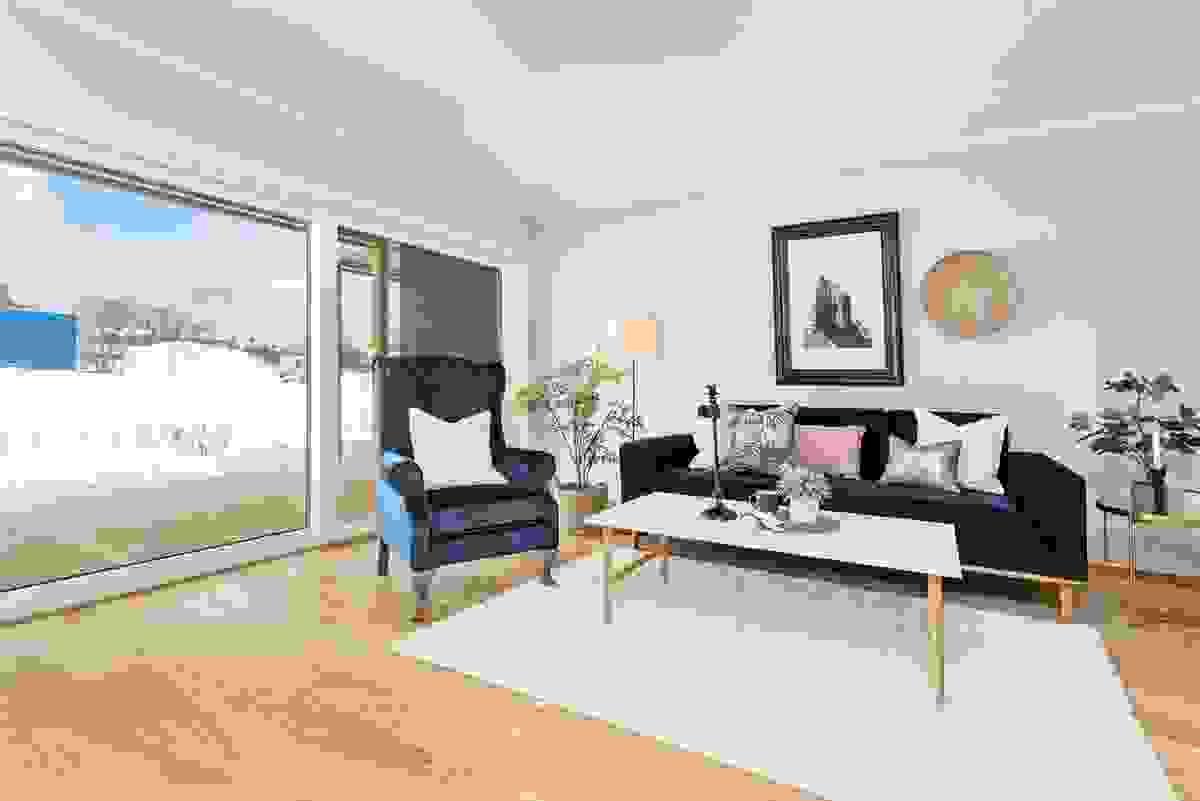 Dette rommet byr på møbleringsmuligheter for både hverdagshygge og ved anledninger for å samle til familie-/venneselskap.