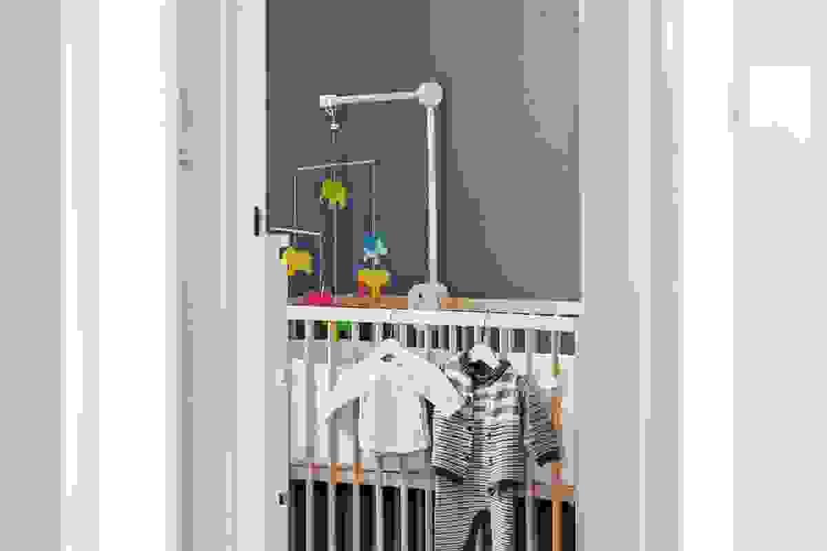 Rett ved badet, og delt av bod/walk-in-closet ligger begge soverommene