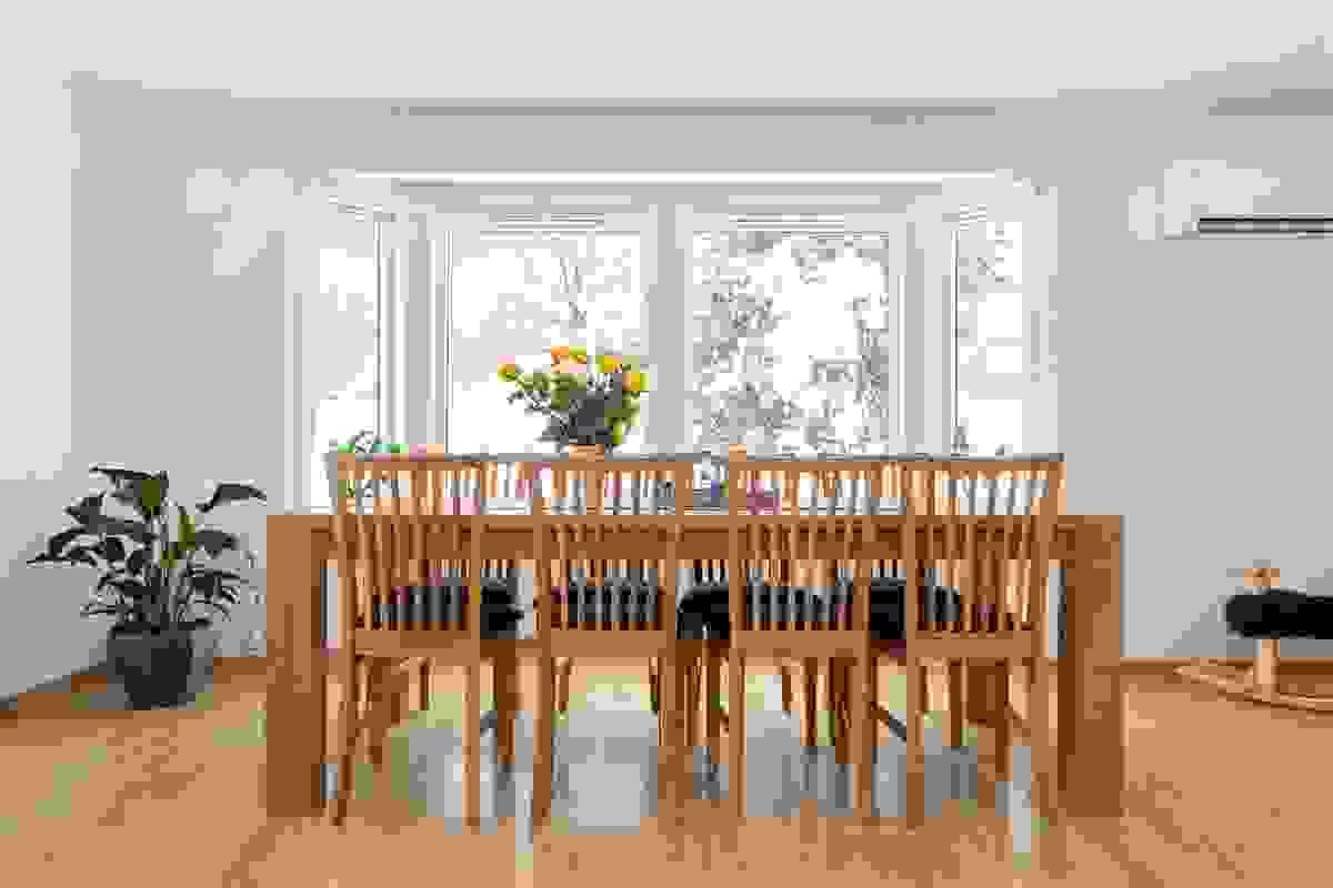 Plass til stor spisestue for å dekke opp til langbord