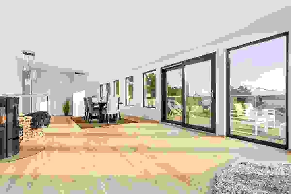 """Tross den store gulvflaten, er stuen inndelt i naturlige """"avdelinger"""", og dette fasinerende rommet er det opplagte """"hjertet"""" i huset"""