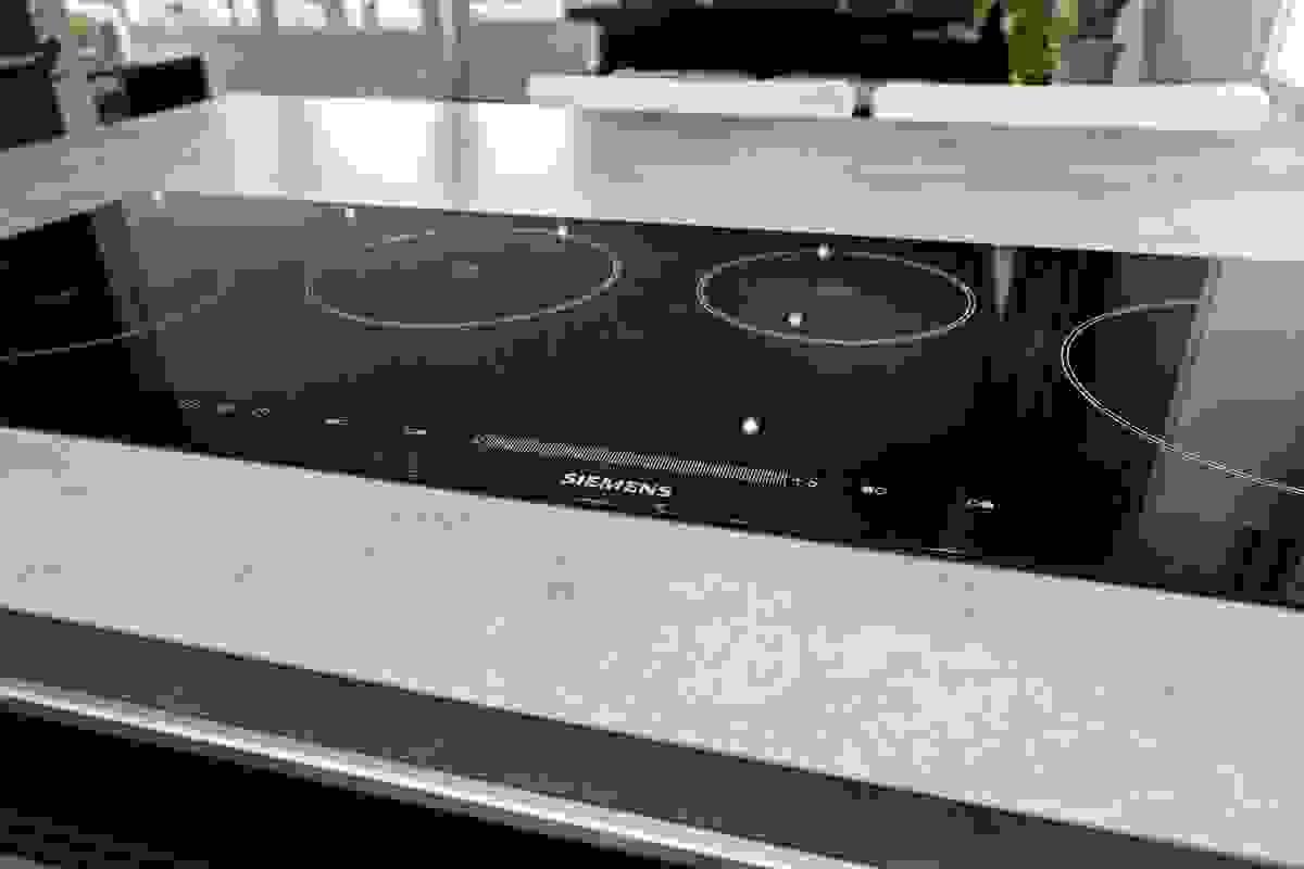 Super induksjonsovn som gjør tilberedningen av mat enkel
