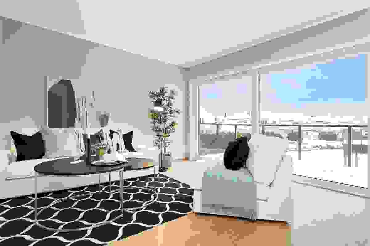 Tross store vindusflater er det også godt med veggplass å plassere møbler mot