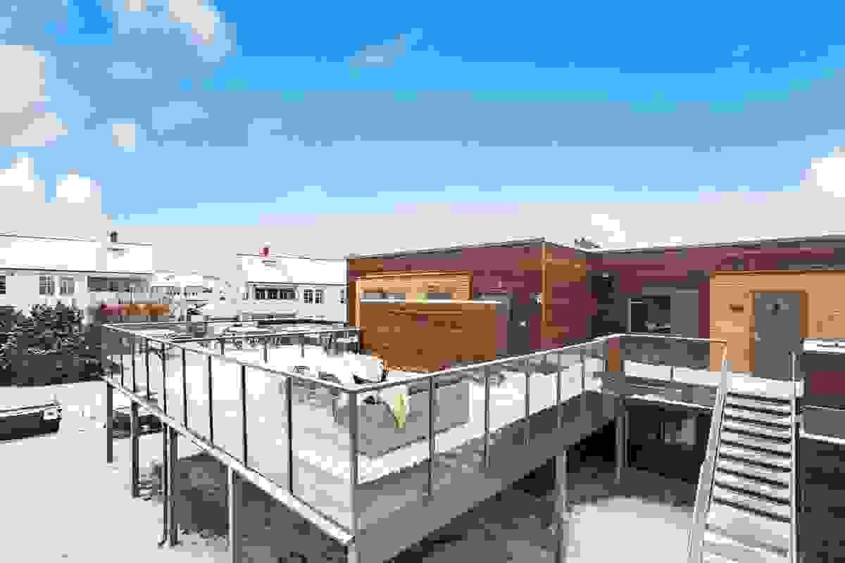"""TAKTERRASSE mot vest på ca. 23,8 m² blir en flott """"ekstra stue"""" i sommerhalvåret."""