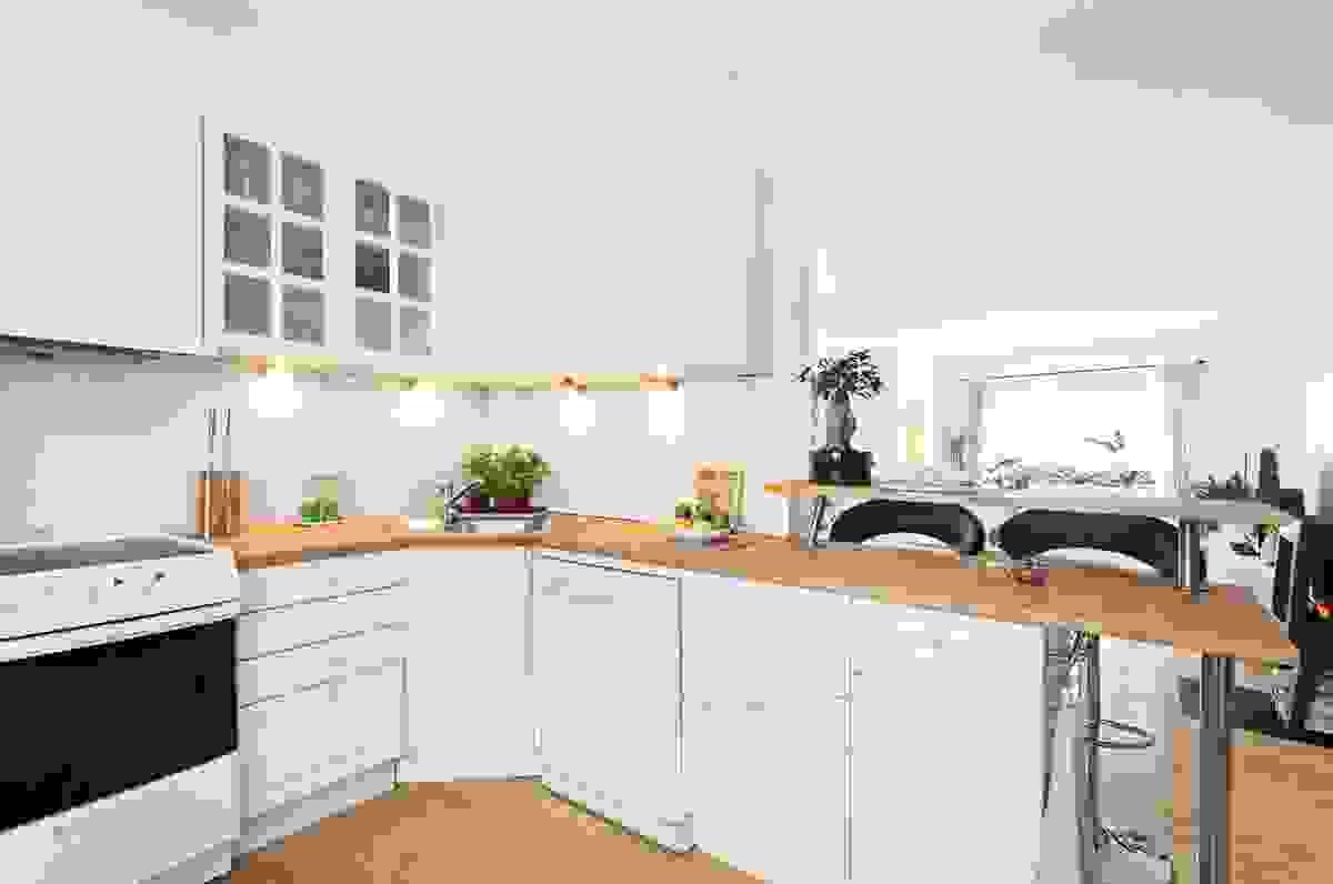 Lyst kjøkken i åpen løsning