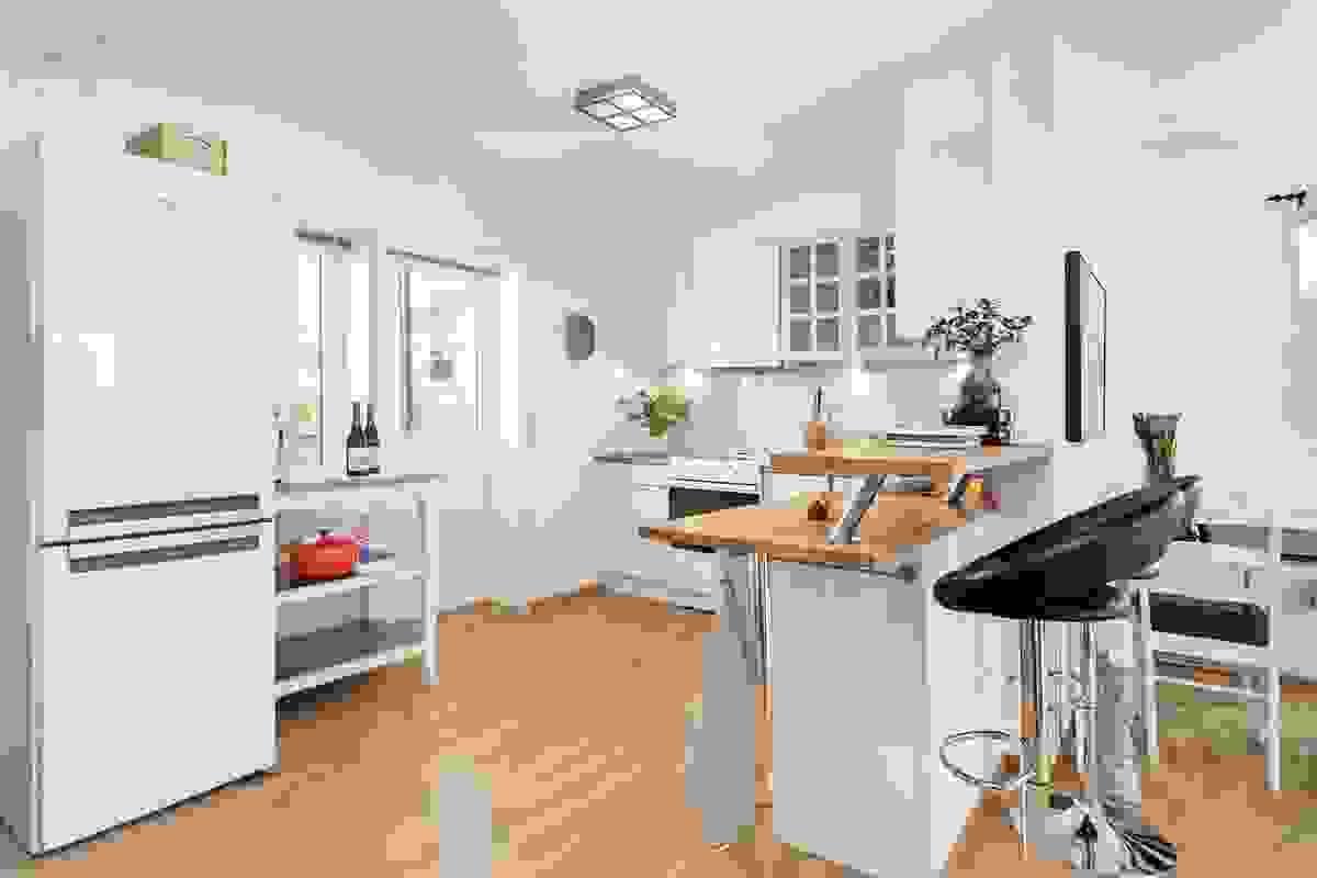 Kjøkkenet har utgang til en deilig terrasse