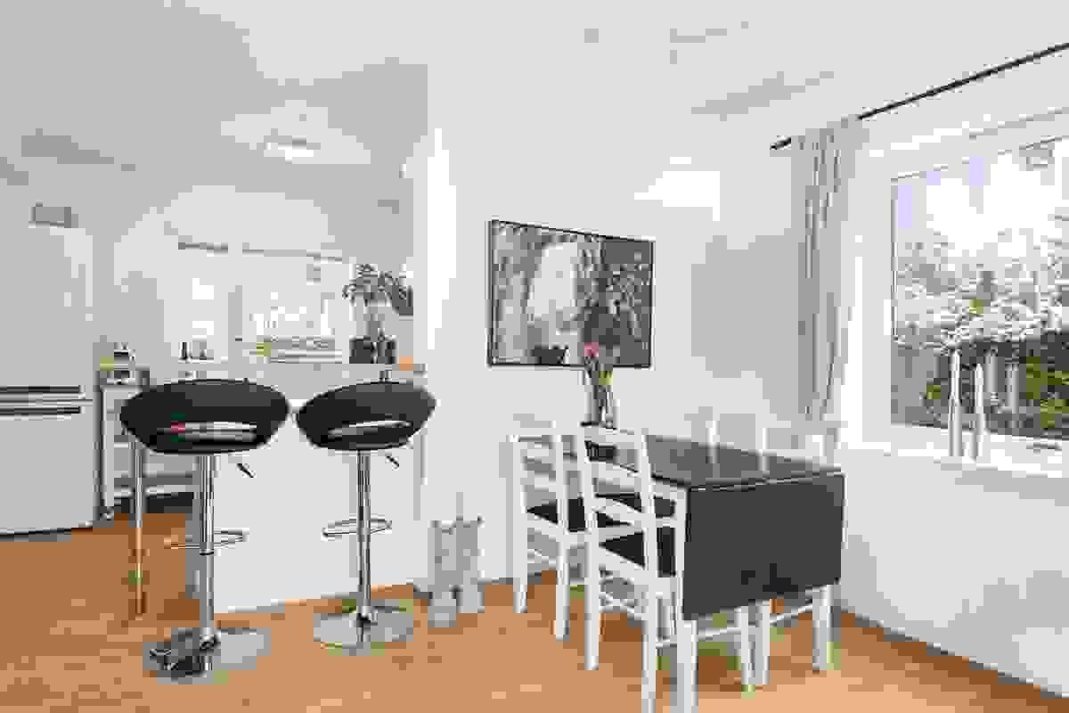 God plass til spisestue og langbord