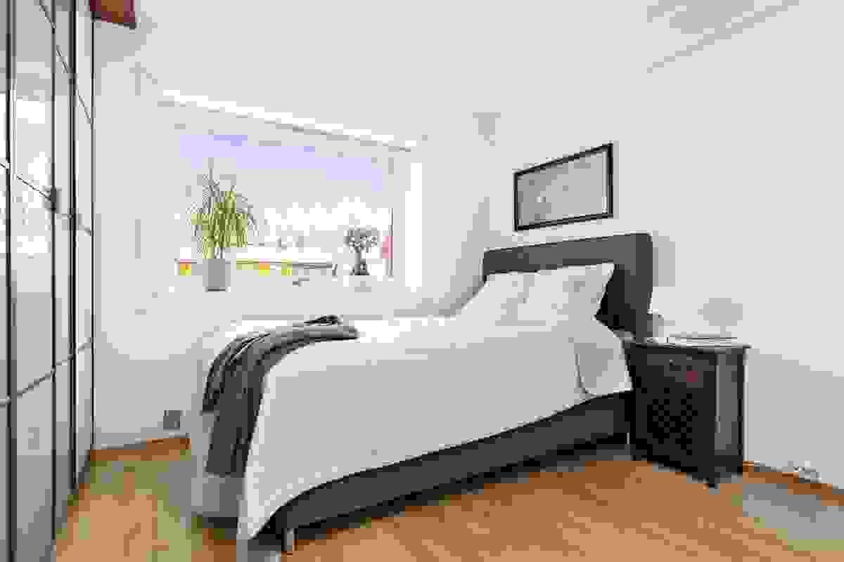 Soverommet har godt med garderobeplass
