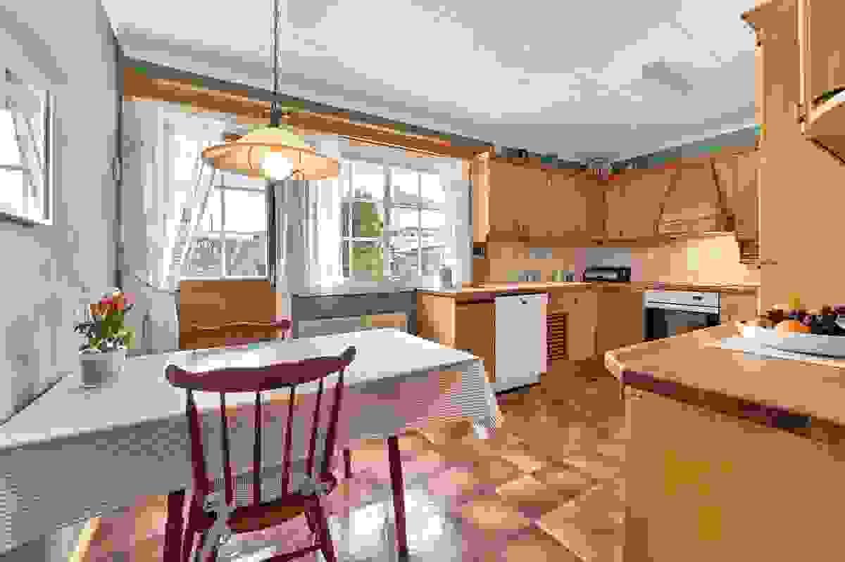 Kjøkken med avsatt sted til kjøkkenbord