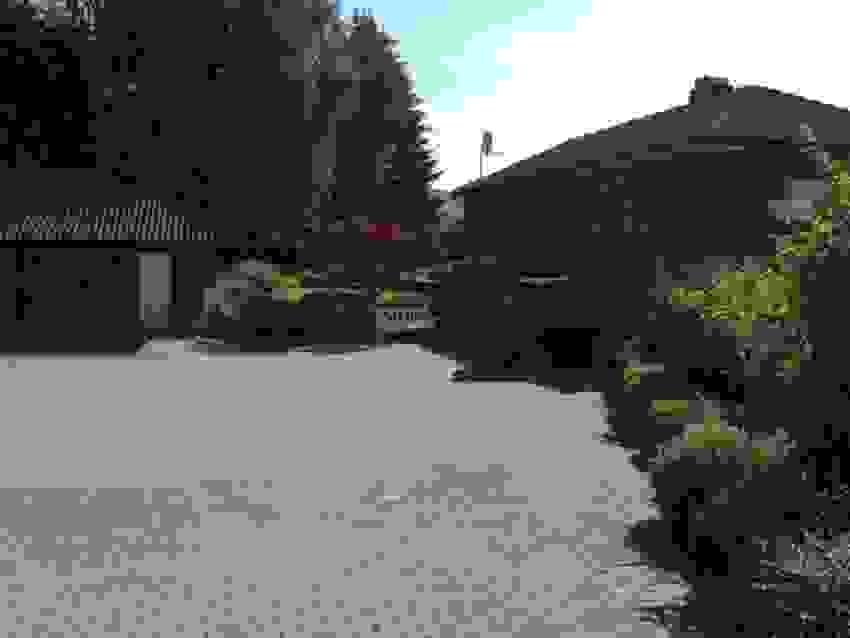 Bilde tatt av selger - Sommer i gårdsplassen