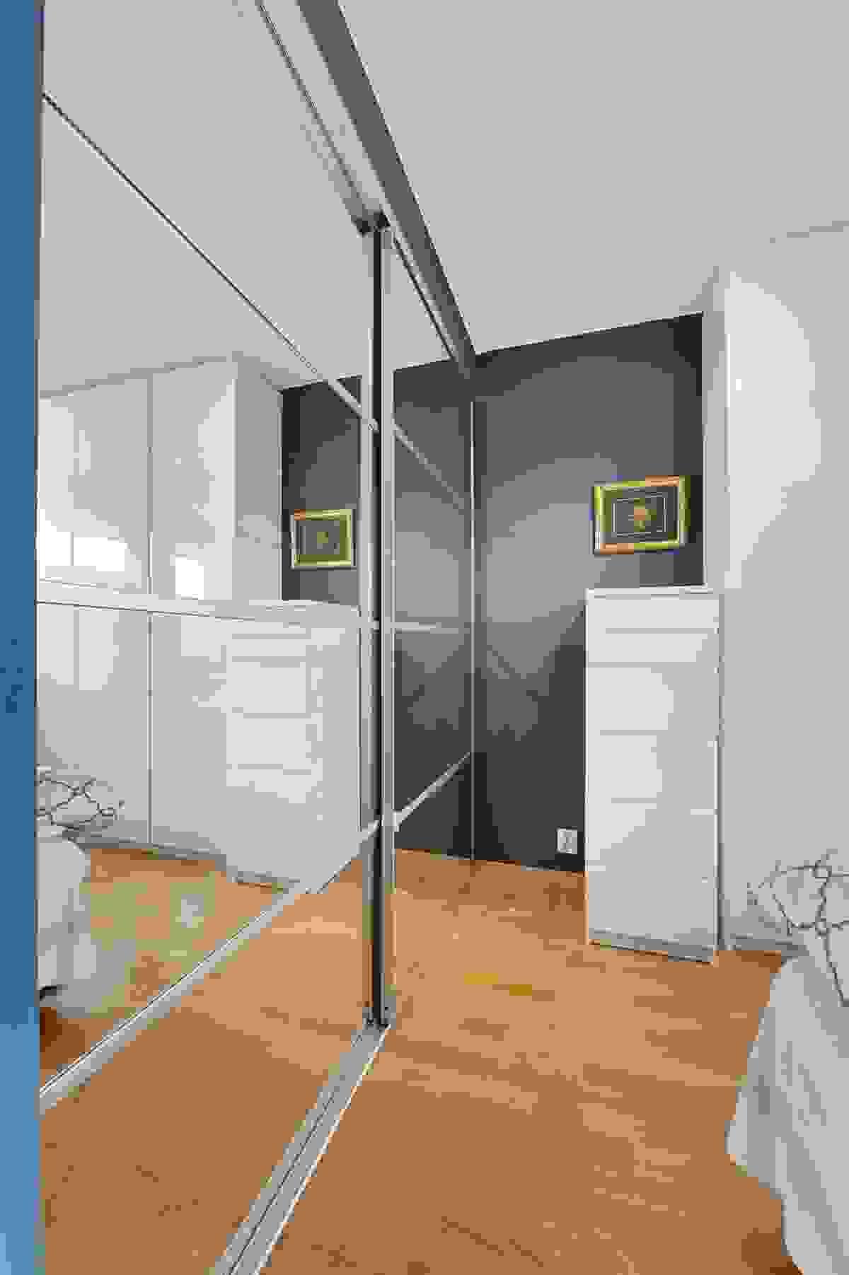 Soverom 1 (hovedsoverom) i 1. etasje og godt med garderobeskap