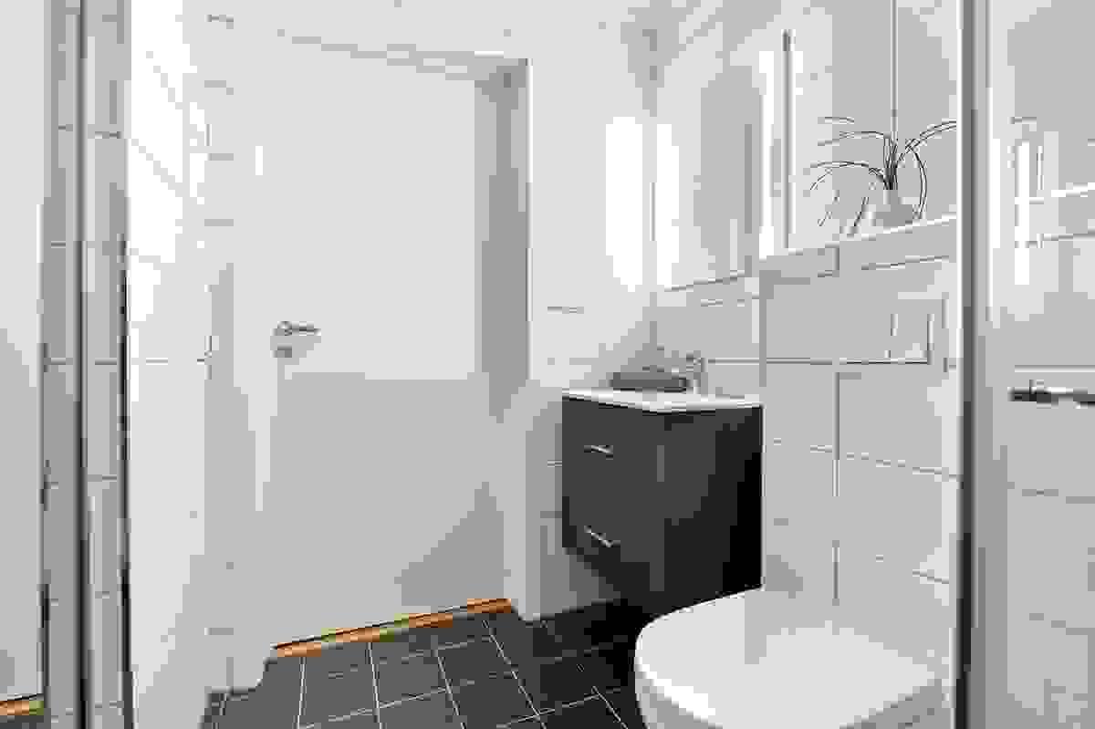 Sigurd Jarls vei 39B - Bad med vaskeromsdel i 1. etasje