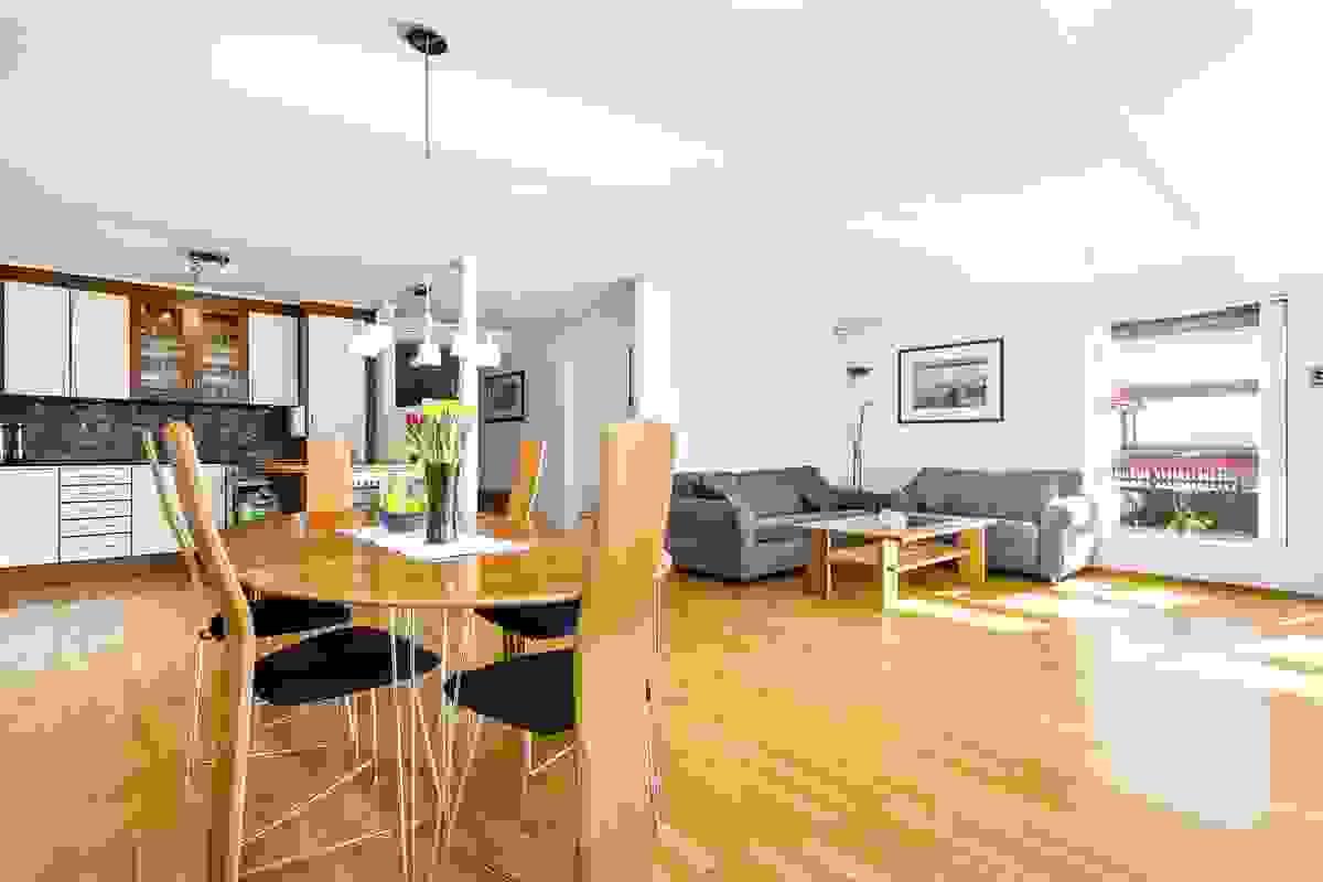 Godt med avsatt plass til sittegrupper, spisestuemøbler og ikke minst fleksible møbleringsmuligheter