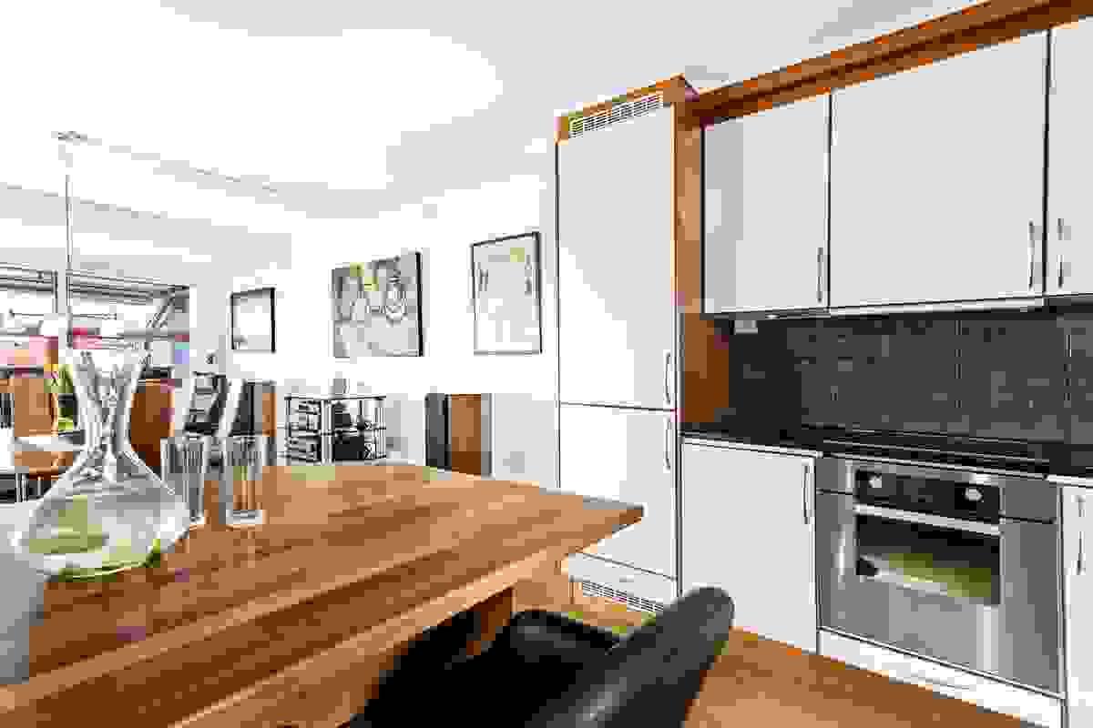 Kjøkkenet - påkostet med kjøkkenøy og høy kvalitet på hvitevarer