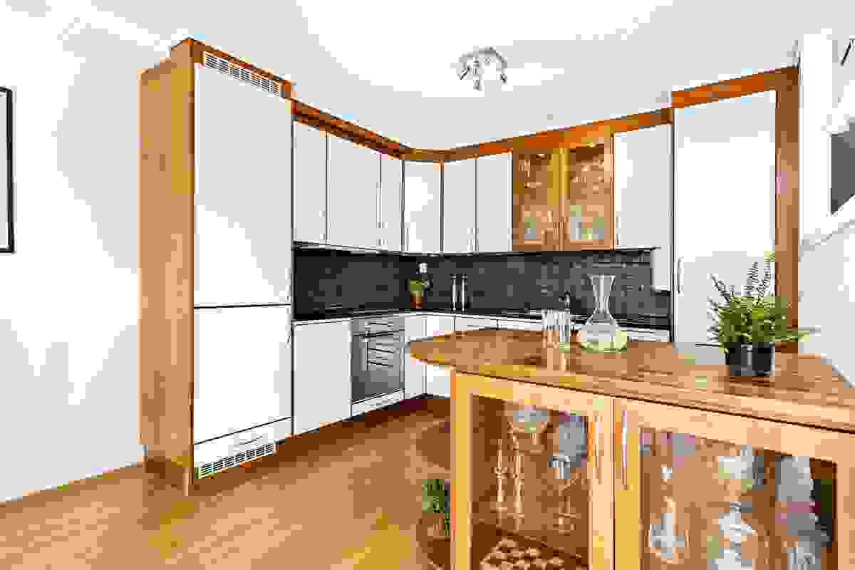 Kjøkkenøyen skaper også en fin overgang til stue/spisestue