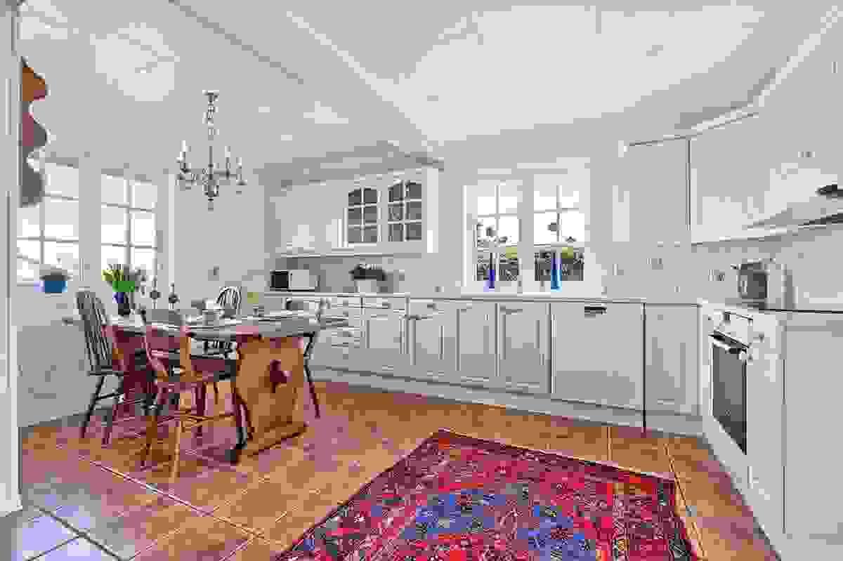 God plass til spisebord i kjøkken