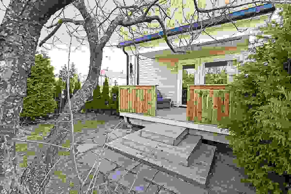 Balkong med utgang til hagen