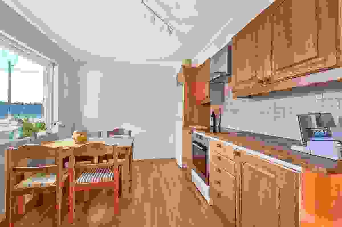 Plass til kjøkkenbord ved vindu