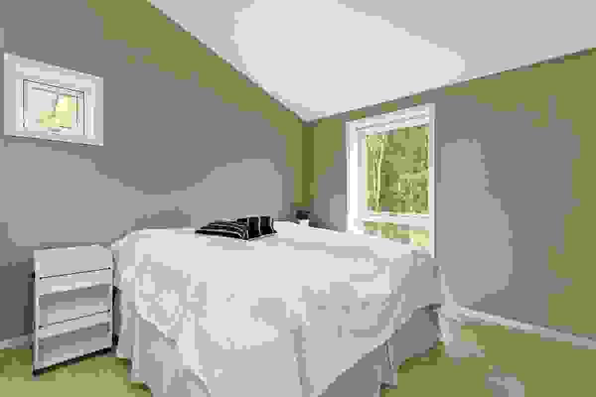 Det er 3 soverom i boligen, her hovedsoverommet