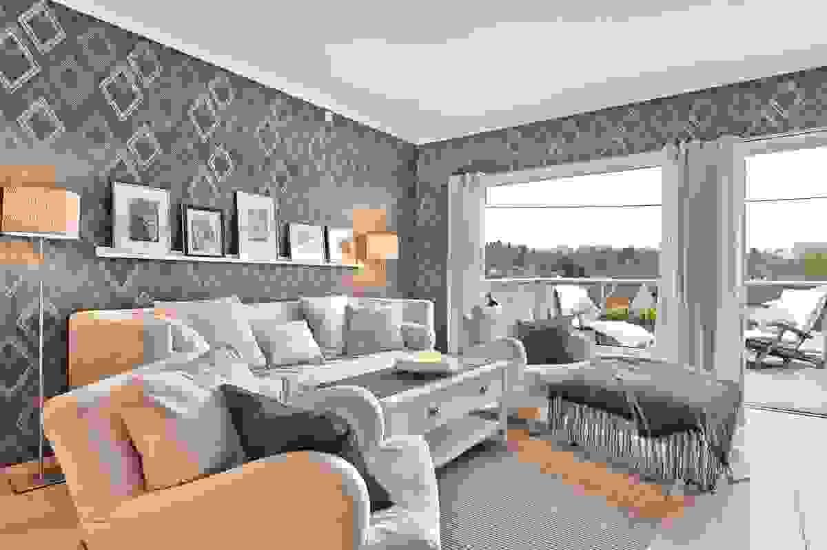 Store vindusflater i stuen, slipper inn mye naturlig lys